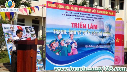 Đ/c Nguyễn Đình Thư - PCT UBND quận phát biểu khai mạc triển lãm ảnh Đà Nẵng