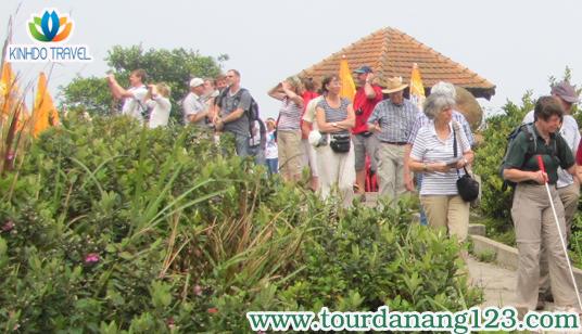 Khách du lịch Đà Nẵng thăm quan bán đảo Sơn Trà