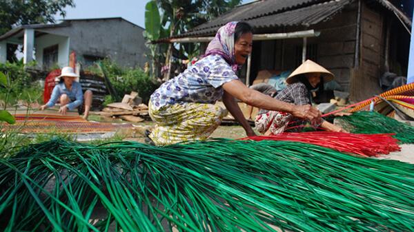 Thêm thấu hiểu về cuộc sông giản dị và còn đầy nhọc nhằn của người dân ở làng Cẩm Nê để thêm trân trọng hơn những điều xung quanh cuộc sống