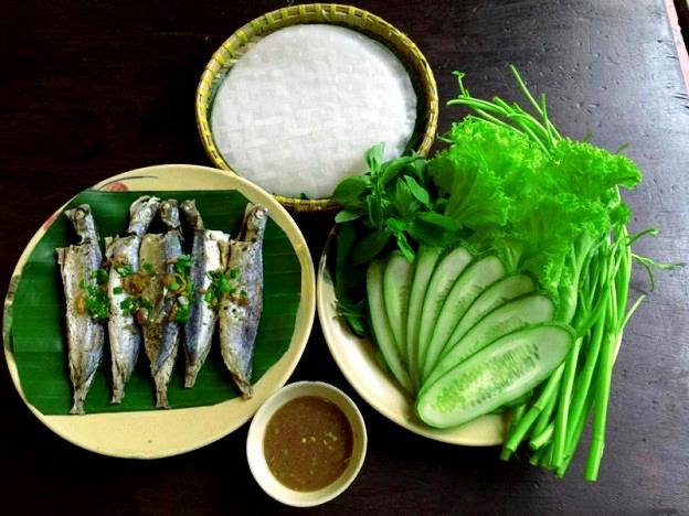 Món cá nục cuốn bánh tráng