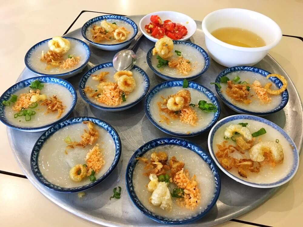 Bánh bèo chén là đặc sản trứ danh của xứ Huế