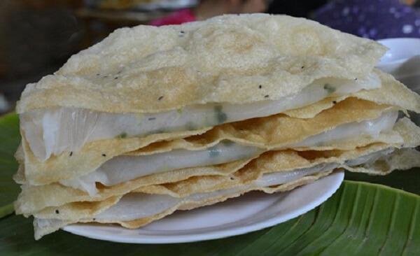 Bánh đập là một thức quà dân giã từ nguyên liệu đến cái tên gọi, nhất định bạn phải thưởng thức món ăn này khi du lịch Đà Nẵng nhé