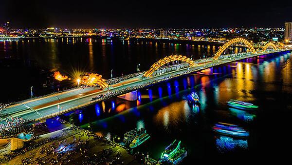 Nhắc đến du lịch Đà Nẵng là nhiều người sẽ nghĩ ngay đến cây cầu rồng biết phun lửa và nước