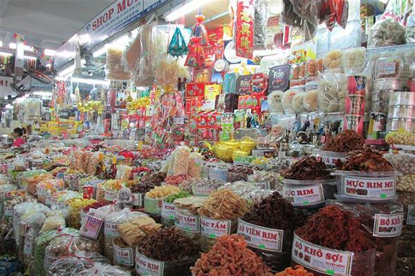 Chợ Hàn cũng là địa điểm hoàn hảo để bạn mua đồ lưu niềm và quà cho người thân sau tour Đà Nẵng