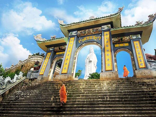 Chùa Linh Ứng là điểm tham quan không thể bỏ qua khi du lịch đà nẵng 1 ngày
