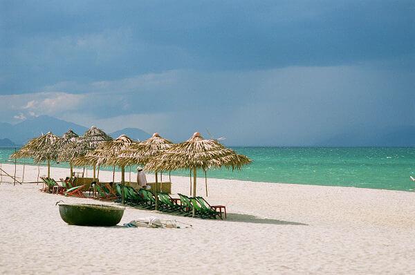 Cocobay nằm cạnh bãi biển Mỹ Khê- Một trong những bãi biển đẹp nhất trên thế giới
