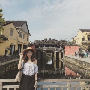 Cây cầu gỗ đối diện chùa Cầu là điểm check-in lí tưởng cho bạn trong tour du lịch Đà Nẵng Hội An