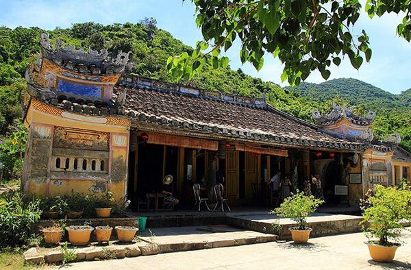 Chùa Hải Tạng nổi tiếng linh thiêng, là điểm thăm quan nhất định phải ghé trong tour Đà Nẵng Cù Lao Chàm