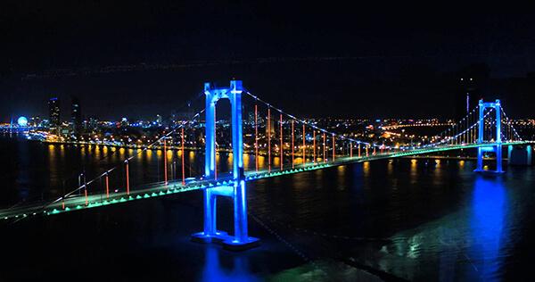 Cầu Quay là biểu tượng của sự năng động và trẻ trung của thành phố biển Đà Nẵng