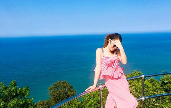 Khi đến với ngọn hải đăng Tiên Sa bạn không chỉ được thưởng ngoạt cảnh đẹp mà còn tha hồ chụp choẹt và diễn sâu