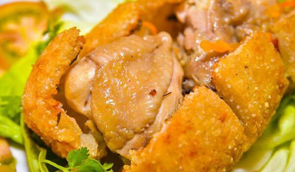 Món gà bó xôi nóng hổi và giòn rụm