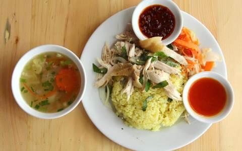 Những món ăn ngon tại Đà Nẵng , cơm gà bà Hồ