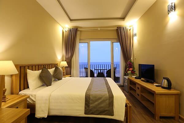 Nếu đi du lịch Đà Nẵng dịp lễ Quốc khánh thì bạn nên đặt trước phòng và vé máy bay để tiết kiệm chi phí