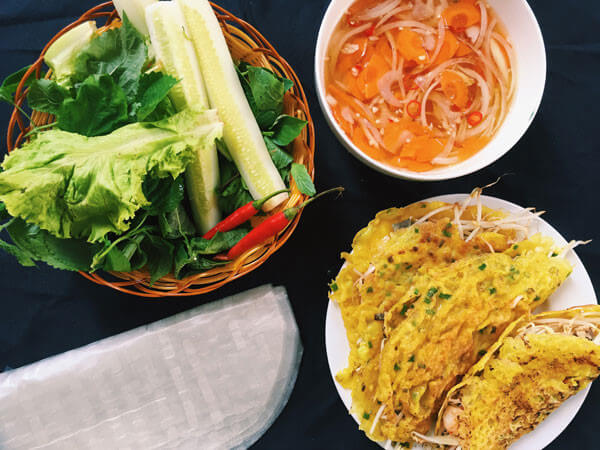 """Đi du lịch Đà Nẵng nếu gặp trời mưa thì """"quất ngay"""" bánh xèo, bao ngon luôn"""