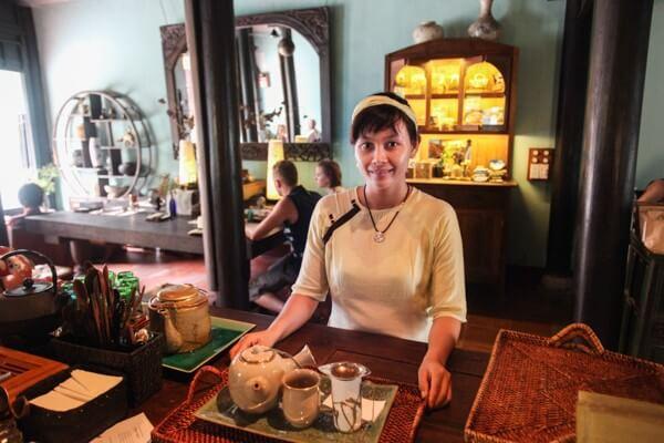 Nếu có thể thì nhớ ghé Reaching Out Tea House trong lịch trình du lịch Đà Nẵng 5 ngày 4 đê tự túc nhé