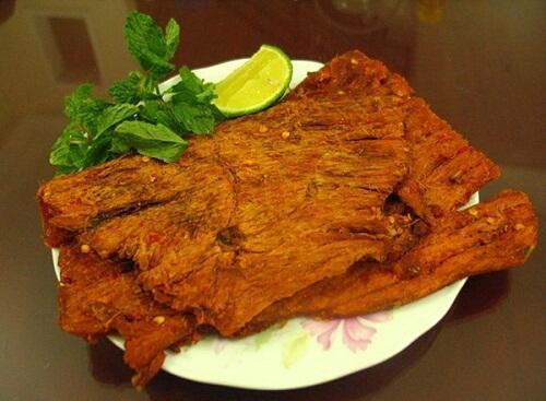 Món nai khô của Đà Nẵng vừa thơm, ngon lại dai dai, ngọt ngọt, rất đáng để mua