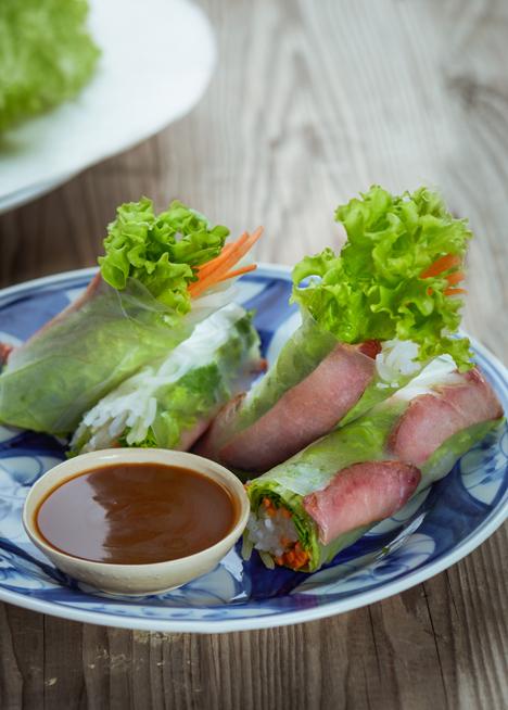 Nhà hàng còn phục vụ những món ăn Việt Nam