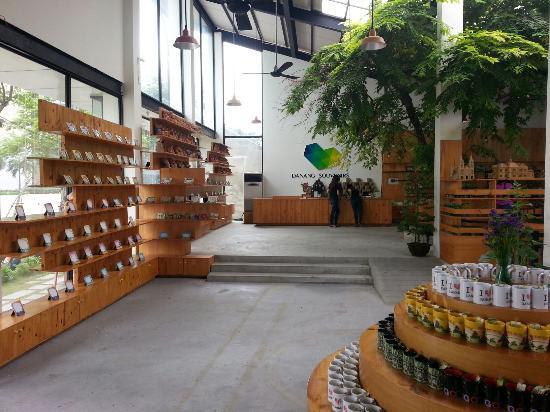Danang Souvenirs & Cafe