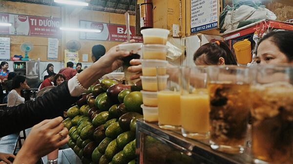Đừng quên thử Sinh tố Chợ Cồn khi du lịch Đà Nẵng vì  vừa ngon, bổ dưỡng mà giá lại rất hợp lí