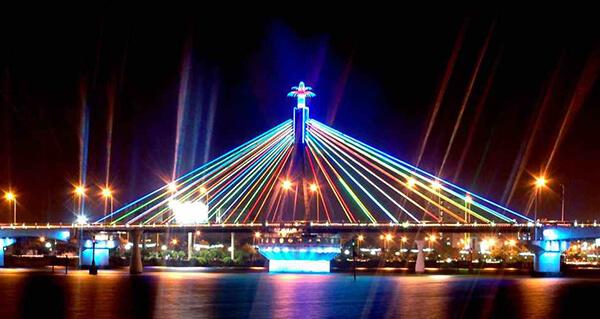 Cầu sông Hàn là điểm tham quan lí tưởng ở thành phố Đà  Nẵng
